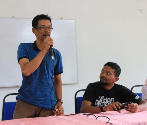 Encik Mansor of Persatuan Nelayan Kampung Benggali sharing the challenges experienced by fisherfolk in recent years.